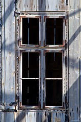 IMGP3890 Was a window with view (Claudio e Lucia Images around the world) Tags: glass door doorglass colors colored coloured pomona kolmanskop kolmanskuppe pentax pentaxk30 pentax55300 finestra sperrgebiet diamond diamondtown abandonedtown ghost ghosttown