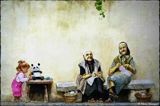 Fresque en trompe-l'oeil des vieilles femmes Catalanes et l'enfant