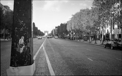 img216 (Jurgen Estanislao) Tags: paris france jurgen estanislao noir black white street photography analog film voigtlaender bessa r4m colorskopar 28mm f35 eastman kodak doublex