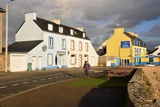Portsall / Bretagne / Sur la rue du Port