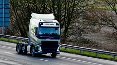 PE17 JGV (Martin's Online Photography) Tags: volvo fh4 truck wagon lorry commercial vehicle freight haulage transport solo m6 cannlane knutsford cheshire nikon nikond7200