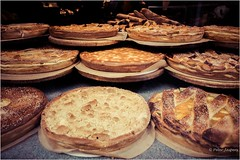 Cut my pie in four pieces, I don't think I could eat eight (Peter Jaspers) Tags: frompeterj© 2018 olympus zuiko omd em10 1240mm28 maastricht vlaai pie flan bisschopsmolen watermolen mill bakery 52in2018 8foodphotography limburg watermill