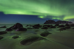 Uttakleiv aurora (Lukasz Lukomski) Tags: norway norwegia norge longexposure aurora northernlights lofoten beach uttakleiv plaża sand piasek rocks coast costa wybrzeże landscape mountains skały scandinavia skandynawia krajobraz lukaszlukomski nikond7200 sigma1020