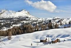 Inverno in Alta Badia (vincenzo gabbanelli) Tags: altabadia sancassiano trentino neve inverno alpi dolomiti sci winter snow