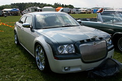 Modern modified Chrysler 300C (Triple-green) Tags: iphotooriginal 2007 auto canon24105mm14l canoneos30d chrysler lx schweden tuning uscar västerås