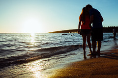 lovers (Philip@Tamsui) Tags: 恆春鎮 臺灣省 台灣 lovers sunset silhouette seaside seashore sea 海灘 日落 夕陽 戀人絮語 剪影