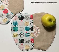 PATCH7401-Apple-place-mat (Silvia LGD (Little Green Doll)) Tags: crafts patchwork fabrics telas dashwoodstudio handmade hechoamano individual individuales mantelitoindividual placemat mugrug posavasos coaster linen lino