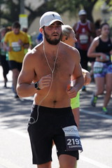 65 Rock 'n' Roll Marathon (Omunene) Tags: humanarocknrollmarathonneworleans2018 brooks race marathon 42195k 26219m esplanadeavenue faubourgstjohn neworleans runners shirtless pecs nipples navel bellybutton chest