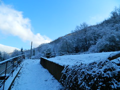 DSCN8807 (Clara - Clerss Malisha) Tags: place posto luogo provincia paese paesino inland entroterra snow neve white italy north country countryside wonderful sun sky cielo sole nuvole clouds cloud nuvola love cold freddo frozen gelato