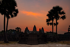Sunrise in Angkor Wat (猫之瑪姫) Tags: sunrise sunlight nikon landscape cambodia asia temple mekong siemreap 柬埔寨 暹粒 吳哥窟 angkorwat travel