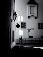 light reflection (Sandy...J) Tags: olympus oldtown monochrom noir atmosphere mood blackwhite bw street streetphotography sw schwarzweis strasenfotografie stadt city light shadow silhouette urban deutschland germany contrast fotografie photography licht reflection spiegelung