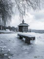 Glaçages naturels (Philippe Bélaz) Tags: nb bancs embruns froid gelé glaces glacial glaçages hiver lacs noirblanc nuageux pavillon plages