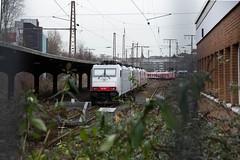 014_2018_01_06_03_Essen_Hbf_6186_907_D_XRAIL_&_2186_910_I_XRAIL_&_2186_908_I_XRAIL_&_6186_906_D_XRAIL (ruhrpott.sprinter) Tags: ruhrpott sprinter deutschland germany allmangne nrw ruhrgebiet gelsenkirchen lokomotive locomotives eisenbahn railroad rail zug train reisezug passenger güter cargo freight fret essen hbf dortmund parisnord wuhan china db vrr sbahnrheinruhr s2 sncf thalys xri xrail 0422 6186 2186 186 outdoor logo natur