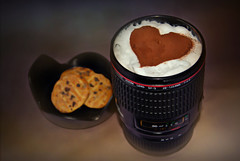 Happy Valentine! (Uli He - Fotofee) Tags: ulrike ulrikehe uli ulihe ulrikehergert hergert fotofee canon kaffee kaffeebecher kekse herz valentin valentinstag herzlich
