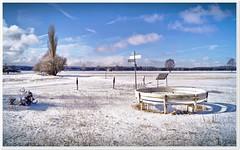 Kunstwerk im Schnee (Don111 Spangemacher) Tags: himmel heidekreis heide wolken wege winter schnee schneverdingen landschaft lüneburgerheide kunst reisen niedersachsen natur naturpark park