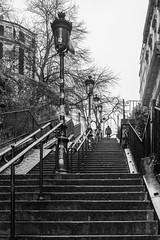 Sur la butte (valfoto91) Tags: escalier butte montmartre marches montée