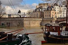 Paris / Ile de Cité / Flood of the Seine / (Pantchoa) Tags: péniches seine paris eau inondation crue henriiv roi cheval quai architecture façades hiver2018 nuages ciel îlesaintlouis