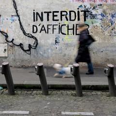 Interdit d'afficher ( blur walkers ) (Jean-Marc Vernier) Tags: blur walk streetview streetwalk streetphotography streetphotographer street urban city fujifilm fujixt20