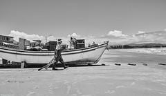 Brasilien 2017-18 Itapirubà Fischer 0 (rainerneumann831) Tags: brasilien itapirubà strand meer fischer boot bw blackwhite blackandwhite ©rainerneumann