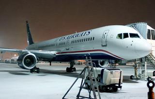US Airways B757-200 N206UW at FRA/EDDF during a snow storm