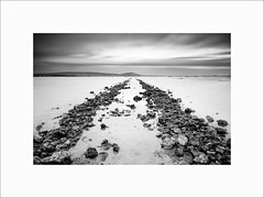 On the rocks (Guillaume et Anne) Tags: frontignan montpellier étang sud france canon 6d 24105f4lis 24105 24105f4 filtre filters leefilters lee gnd09 gnd03 big stopper poselongue longexposure vic