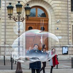 A travers les bulles…