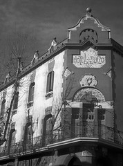 El Suis de Sabadell / A Swiss in Sabadell (SBA73) Tags: càmara camera photo photographic photography fotografia foto historia vintage old analogic collect 35mm copy copia soviet ussr urss sovietica fed fed1 fed1d sabadell scanned bn bw hotelsuis hotelsuizo modernisme artnouveau julibatllevell 1902
