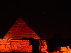 Pirámide de Kefrén, Gizah, Egipto (Edgardo W. Olivera) Tags: khafra pirámide pyramid panasonic lumix gh3 edgardoolivera microfourthirds microcuatrotercios egipto cairo gizah egypt kefren funerarycomplex complejofunerario ancient mediooriente orientepróximo middleeast night star