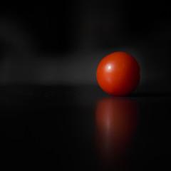 La face cachée de la tomate / Far side of the Tomato (tad888) Tags: planet planète sombre rond round red rouge légume fruit tomatoe tomate