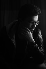 Sohel (fralvikhan) Tags: portrait indoor lights setup 50mm prime canon person blackandwhite bw glasses streamlet sundaylights