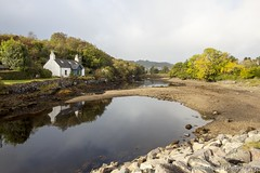 Isle of Skye (VeRoNiK@ GR) Tags: scotland uk highlands nature beautiful landscape canon canon500d roadtrip isleofskye house lake loch