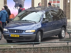 2000 Chrysler Voyager (harry_nl) Tags: netherlands nederland 2018 leiden chrysler voyager 41nfks sidecode6 usspecification
