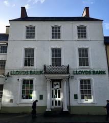 Lloyds Bank, Llanbedr Pont Steffan (Rhisiart Hincks) Tags: banque bank banku banc banca tibank lloyds ue eu ewrop europe eòrpa europa aneoraip a'chuimrigh kembra wales cymru kembre gales galles anbhreatainbheag 威爾斯 威尔士 wallis uels kimrio valbretland 웨일즈 велс เวลส์ ويلز lampeter llanbedrpontsteffan