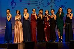 Belles et chanteuses (mifranc91) Tags: 80200 concert coulisses d700 lumières nikon scène spectacle troupe zicos bellefemme
