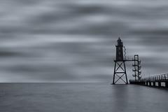 Licht der Hofnung (Sascha Hofmann Photografie) Tags: licht leuchtturm nordsee dorum wasser wasserbrücke brücke see ozean lzb sw schwarz weis blau