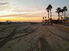 Huntington Beach (uhhey) Tags: sand beach huntingtonbeach california sunset