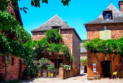 Red Town... (MickyFlick) Tags: collongeslarouge limousin france corrèze nouvelleaquitaine region mickyflick redbuildings oldtown historical architectural climbingplants climbers