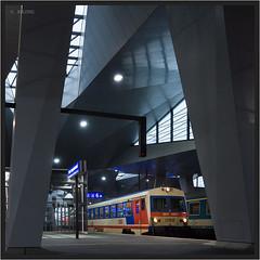 "5047 At Vienna Main Station ("" Wiener Schule "") Tags: öbb oebb obb austria 5047 vienna hauptbahnhof railcar train eisenbahn railway railroad"