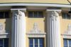 DSC_1760 Kannelierte Säulen - Stuckdekor, Hausfassade in Tallinn. (stadt + land) Tags: kannelierte säule stuckdekor hausfassade tallinn reval tallin talin hauptstadt estland baltikum geschichte entwicklung impressionen eindrücke reisebilder stadtportrait stadtrundgang sehenswürdigkeiten impression photowalk bilder fotos