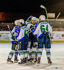 goal celebrations (NRG SHOT) Tags: italianhockeyleague hockey icehockey hockeysughiaccio ice sport nrgshot chiavenna hcchiavenna hockeyclubchiavenna hockeylife hockeyteam hockeyplayer hockeystick action puck stick persone insegna goal ihl ritratto celebrations