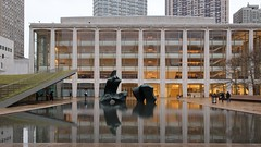 Paul Milstein Pool and Terrace (mausgabe) Tags: nikon d500 1755mmf28g nyc lincolncenter hearstplaza paulmilstein poolandterrace henrymoore recliningfigure art installation sculpture