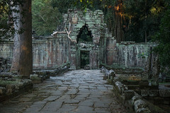 The Gate In Another Time (preze) Tags: preahkhan tor gate angkor siemreapprovince kambodscha cambodia südostasien templeruin tempelruine sandstein ruinen