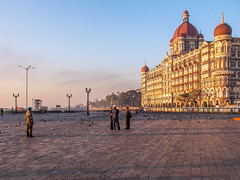 LR Mumbai 2015-358 (hunbille) Tags: india mumbai gateway gatewayofindia gate indiagate dawn sunrise bombay tajmahalpalacehotel tajmahal palace hotel birgittemumbai5lr