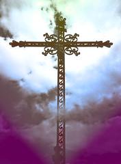 on vous regarde (buch.daniele) Tags: croix catholique christ rose bleu ferforgé danielebuch vert green blue