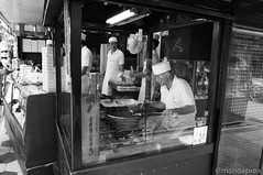 The artisan of biscuits (Mario Aprea) Tags: marioaprea asakusa sensoji temple tokyo japan cibo artigiano artisan portrait japanese food street