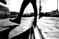 spi_290 (la_imagen) Tags: sw bw blackandwhite siyahbeyaz monochrome street streetandsituation sokak streetlife streetphotography strasenfotografieistkeinverbrechen menschen people insan silhouette siluet light shadow licht schatten gölge ışık türkei turkey türkiye turquía istanbul istanbullovers karaköy galatabrücke galatabridge galataköprüsü