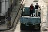 En marcha (Eva Cocca) Tags: cuba lahabana gente people camioneta calle strret van havana viajes travel