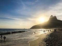 Great sunset at Leblon Beach - Rio de Janeiro (Alexandre T Tavares) Tags: supersmartphotos iphone8 beach praia pordosol sunset riodejaneiro