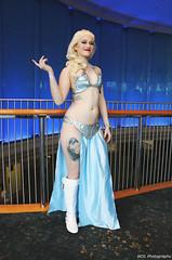 IMG_7619 (willdleeesq) Tags: cosplay cosplayer cosplayers lbce lbce2018 longbeachcomicexpo longbeachcomicexpo2018 disney disneycosplay elsa frozen queenelsa slaveleia starwars