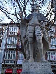 Estatua rey de Navarra Garcia Ramirez El Restaurador Paseo de Sarasate Pamplona (Rafael Gomez - http://micamara.es) Tags: estatua rey de navarra garcia ramirez el restaurador paseo sarasate pamplona